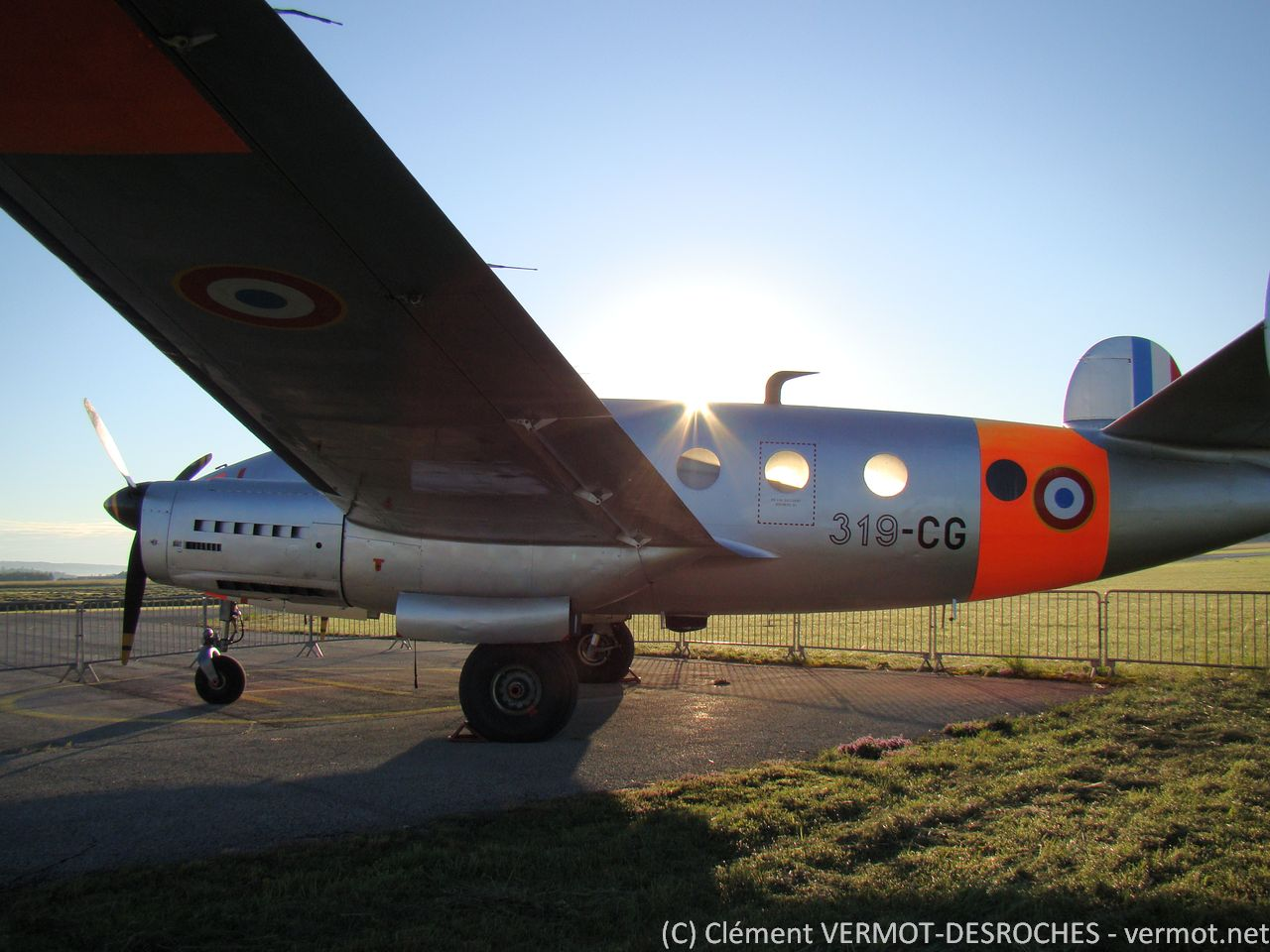 Le Dassault Flamant MD312 F-AZES au petit matin