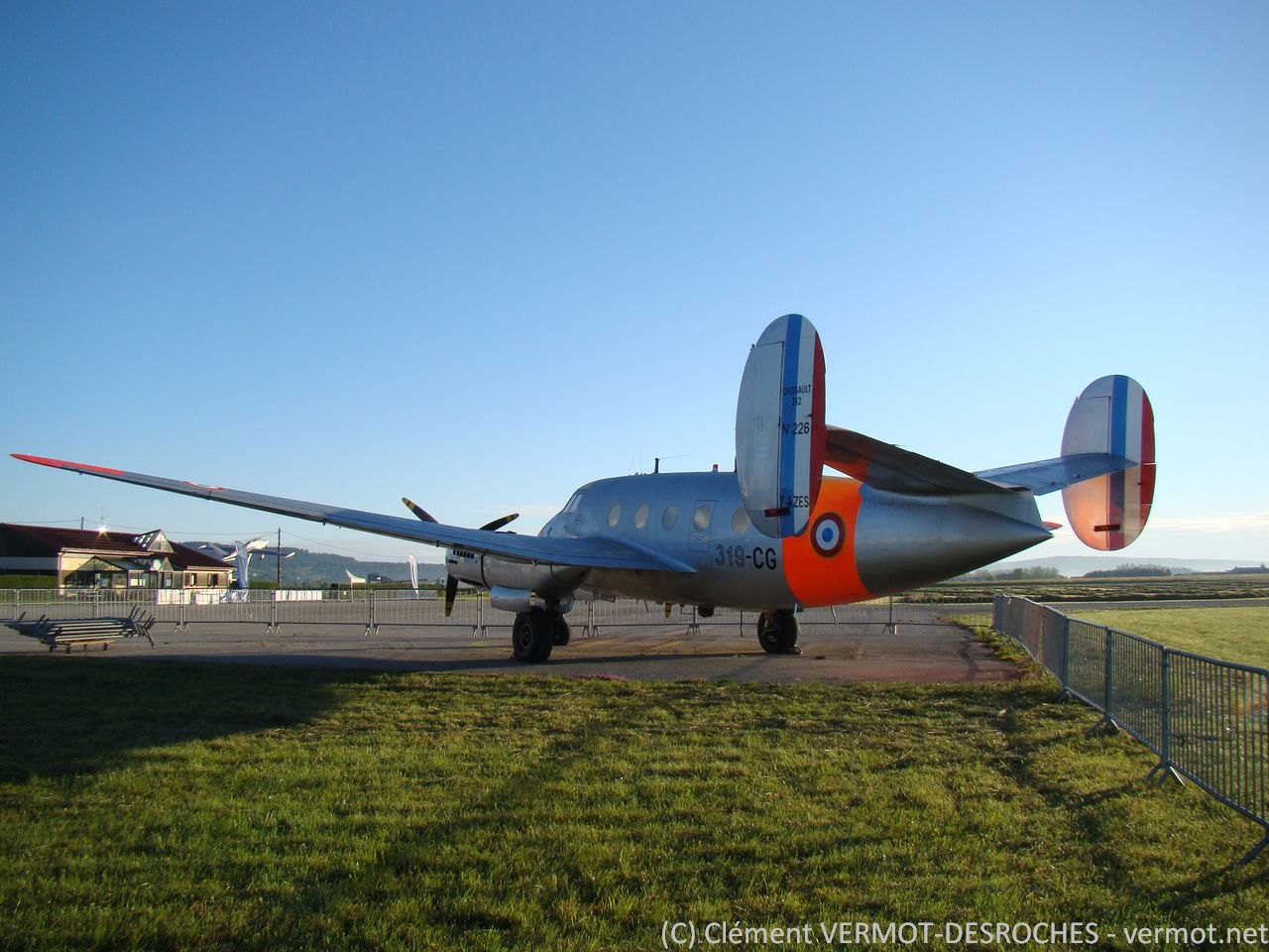 Le Dassault Flamant MD312 F-AZES en fin de journée
